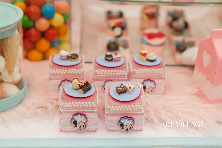 pink mini box girl favor