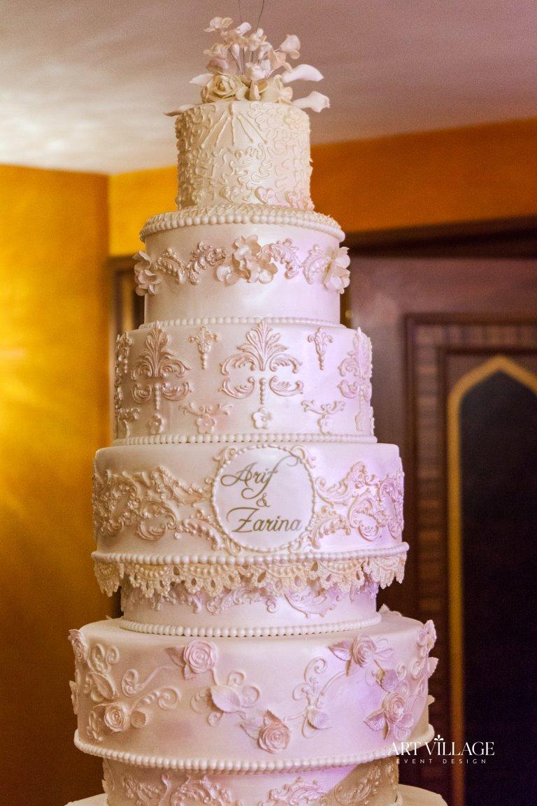 8 tier elegant cake