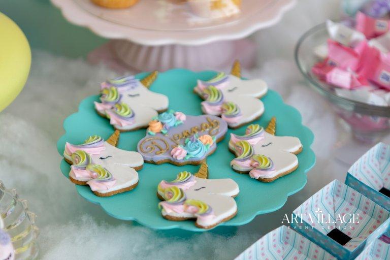 uniquely designed cookie favours