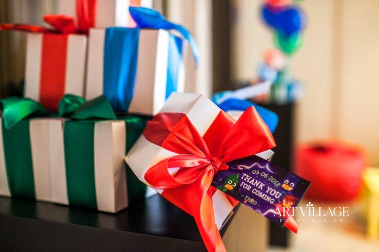 personalized box favors with tag